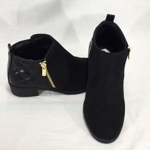Nine West Cahra Black Faux Leather Ankle Boots NWT